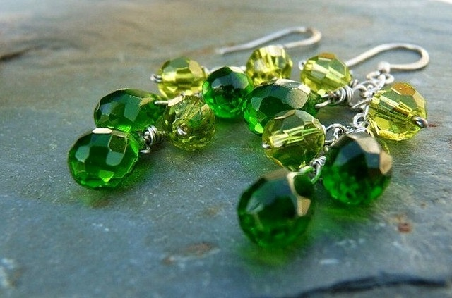 green-grapes-emerald-and-peridot-briolette-cluster-earrings