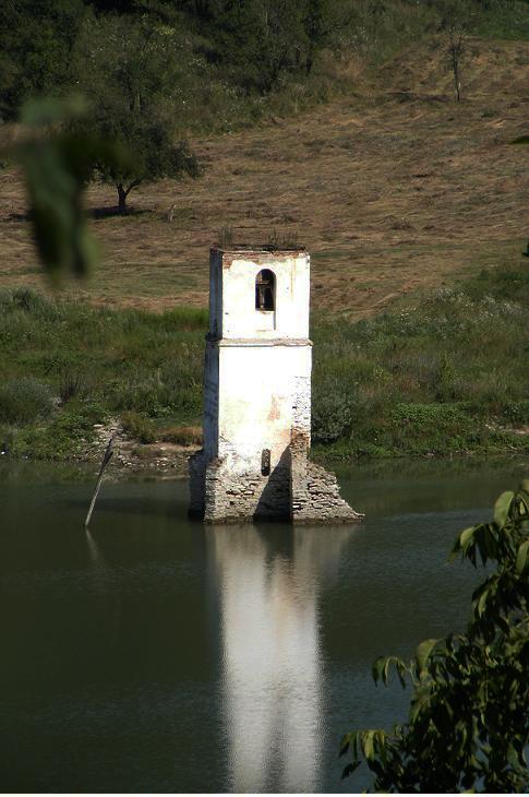 biserica lacul bezid