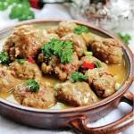 Chiftele în sos de curry