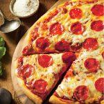 Pizza picantă cu blat crocant