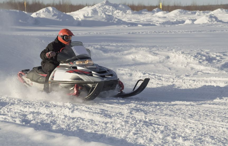 2689919 - snowmobile racing