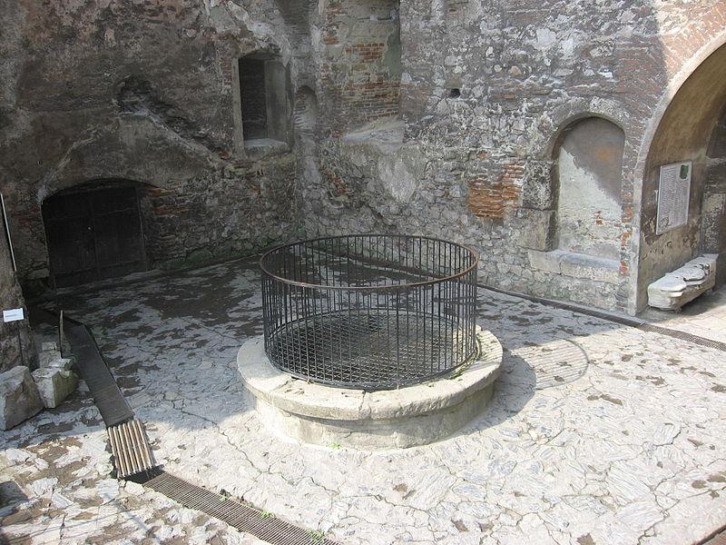 fantana castelul corvinilor