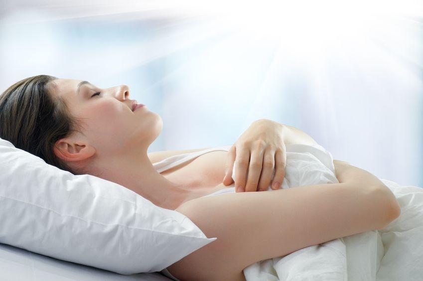 Dormitul pe spate, poziția cea mai recomandată de medici