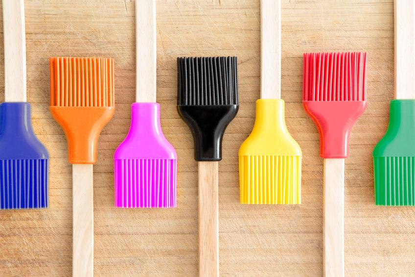 Datorită culorilor variate, ustensilele din silicon se potrivesc în orice bucătărie