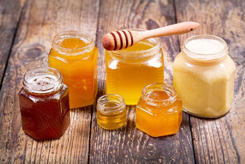 Diferitele tipuri de miere se deosebesc după aromă, parfum și culoare