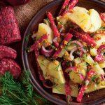 salată de cartofi cu salam