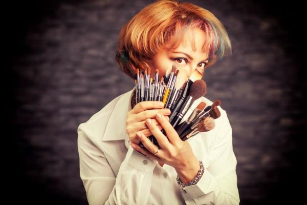 Mirela Vescan, make-up artist, vorbeste despre cum aplici fondul de ten corect