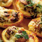 cartofi copți umpluți cu urdă și telemea