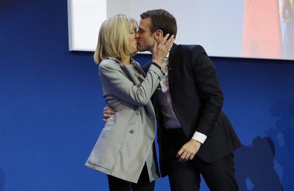 Diferența de vârstă dintre Macron și soția lui este aceeași ca cea dintre Trump și Melania. De ce doar cuplul prezidențial francez bulversează lumea