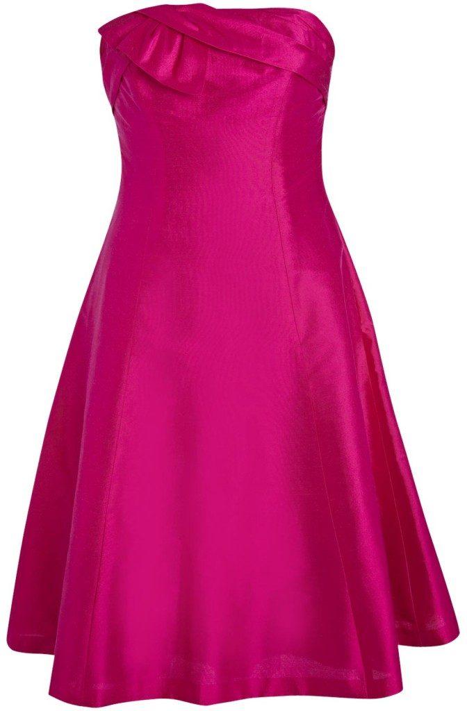 Rochia roz fuchsia este îndrăzneață și cuceritoare