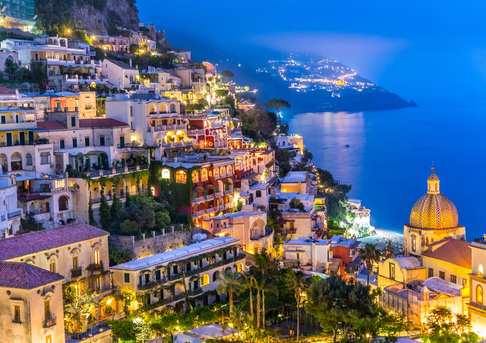 Serile de vară sunt mirifice în micul sat Positano