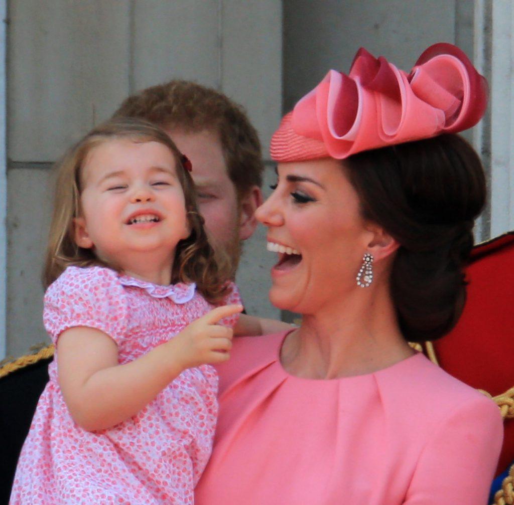 Kate Middleton, fotografiată pentru prima dată în pantaloni scurti. Cum arata ducesa de Cambdrige