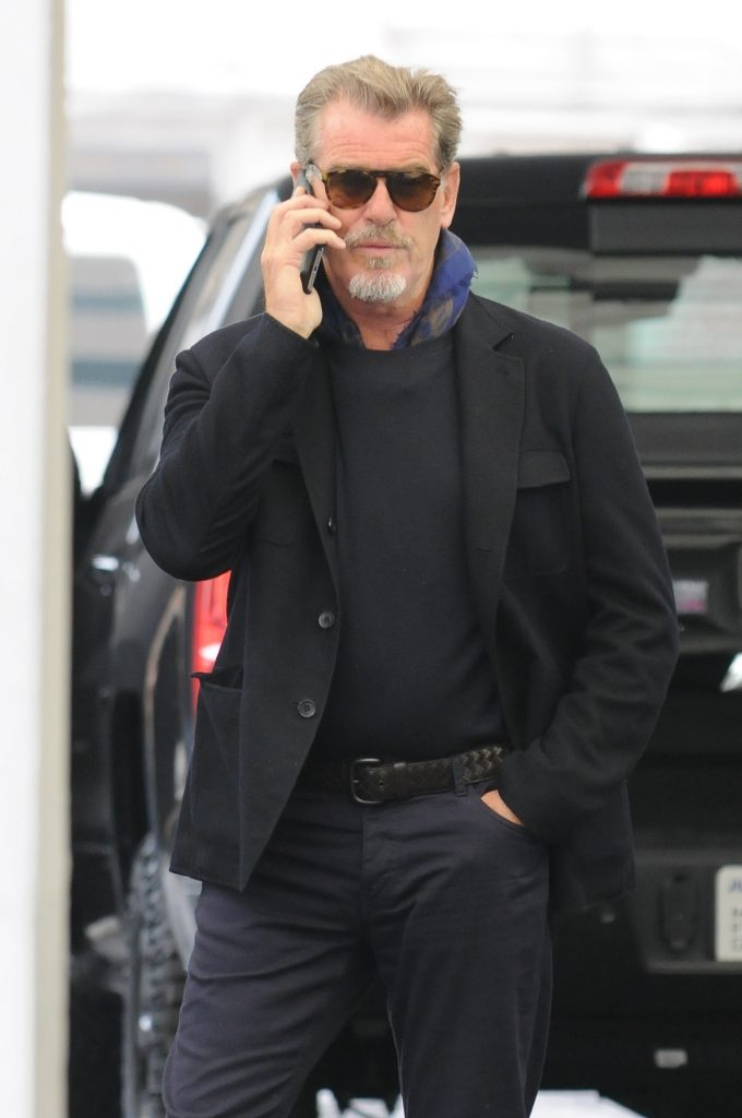 Chris Brosnan, fiul celebrului actor Pierce Brosnan, a ajuns să doarmă pe străzi. Fostul James Bond are inima frântă
