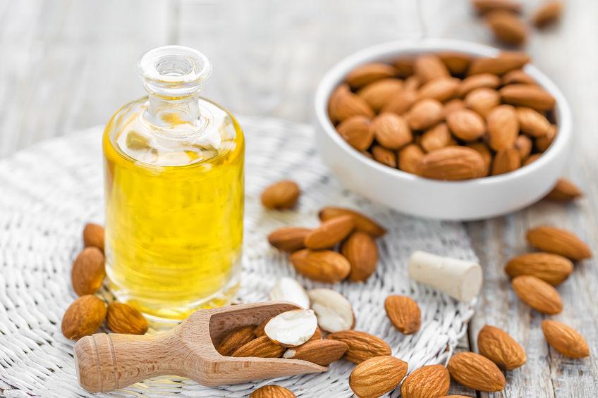 6 ingrediente naturale pe care le poți folosi ca să te demachiezi