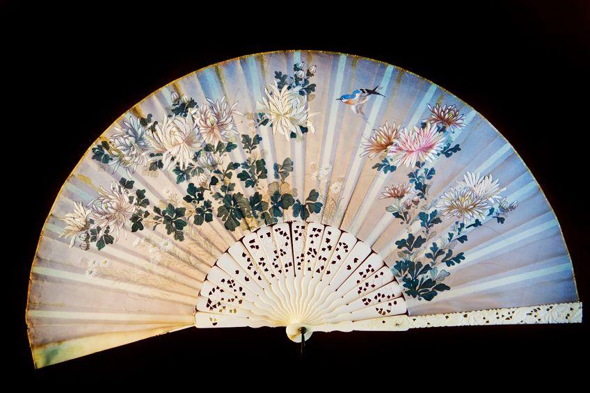 vechi evantai japonez, pictat pe mătase naturală