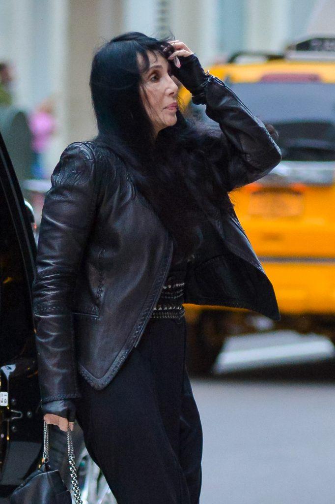 """Cher are probleme mari. Trece printr-un adevărat calvar din cauza fiului ei. """"Nu mai vrea să trăiască. Fiul ei o să o bage în mormânt"""