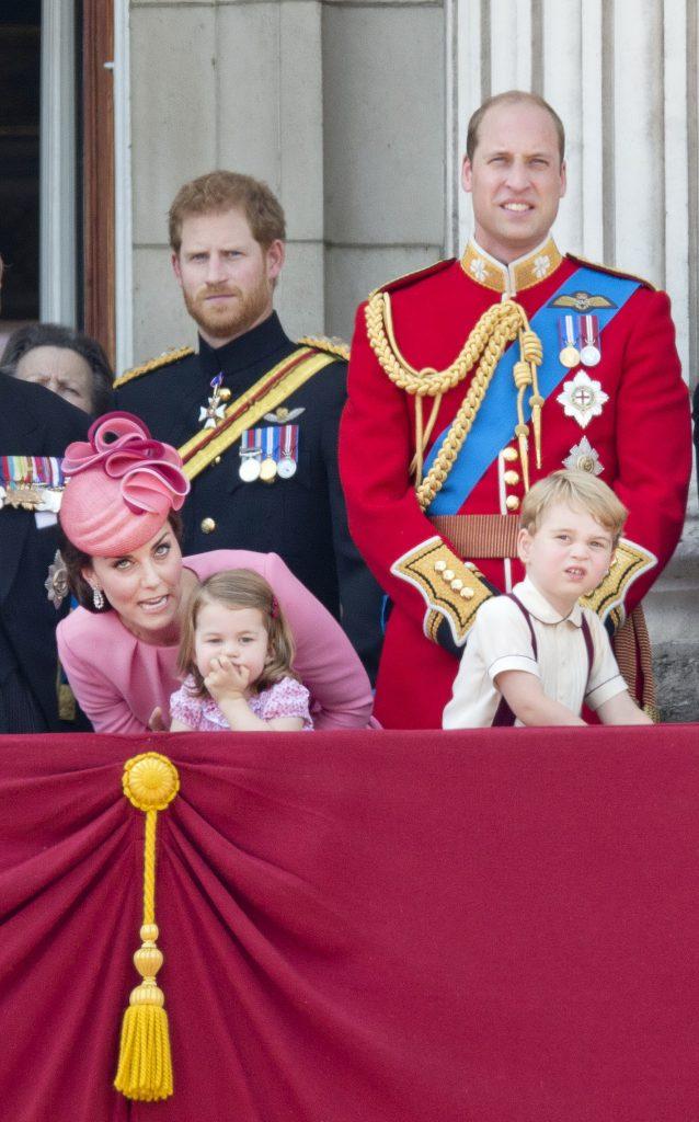 Prinții William și Harry și ducesa Kate cu copiii