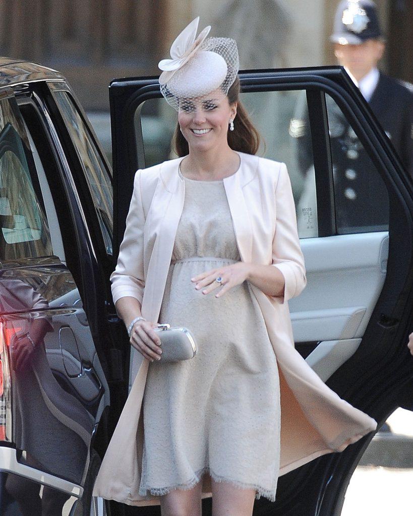 Kate se pregătește să nască. S-a întors la Londra și așteaptă venirea pe lume al celui de-al treilea bebeluș
