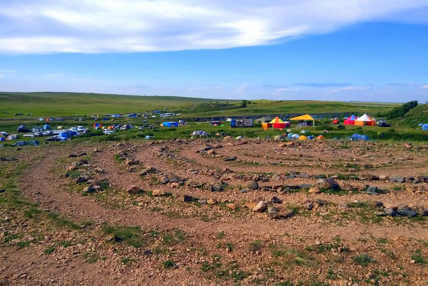 Tabără de turiști lângă Arkaim, un loc pe care rușii îl consideră binecuvântat