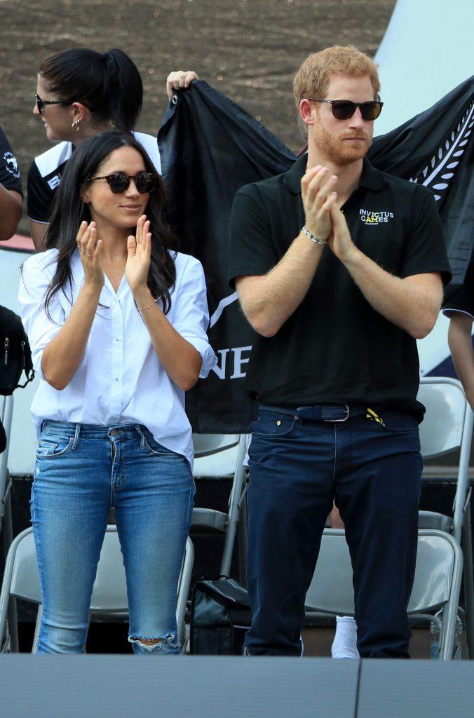 Prințul Harry și Meghan Markle și-au făcut prima apariție publică, dar au încălcat deja o regulă a protocolului regal pe care William și Kate Middleton o respectă cu sfințenie