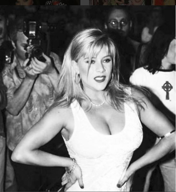 Samantha Fox tinerete
