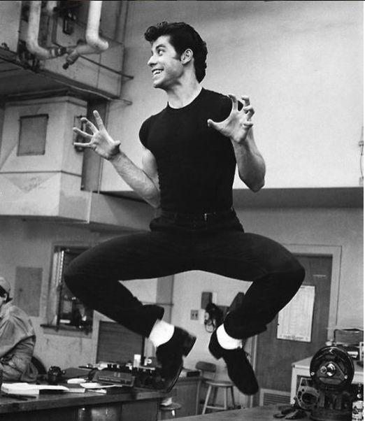 John Travolta tanar