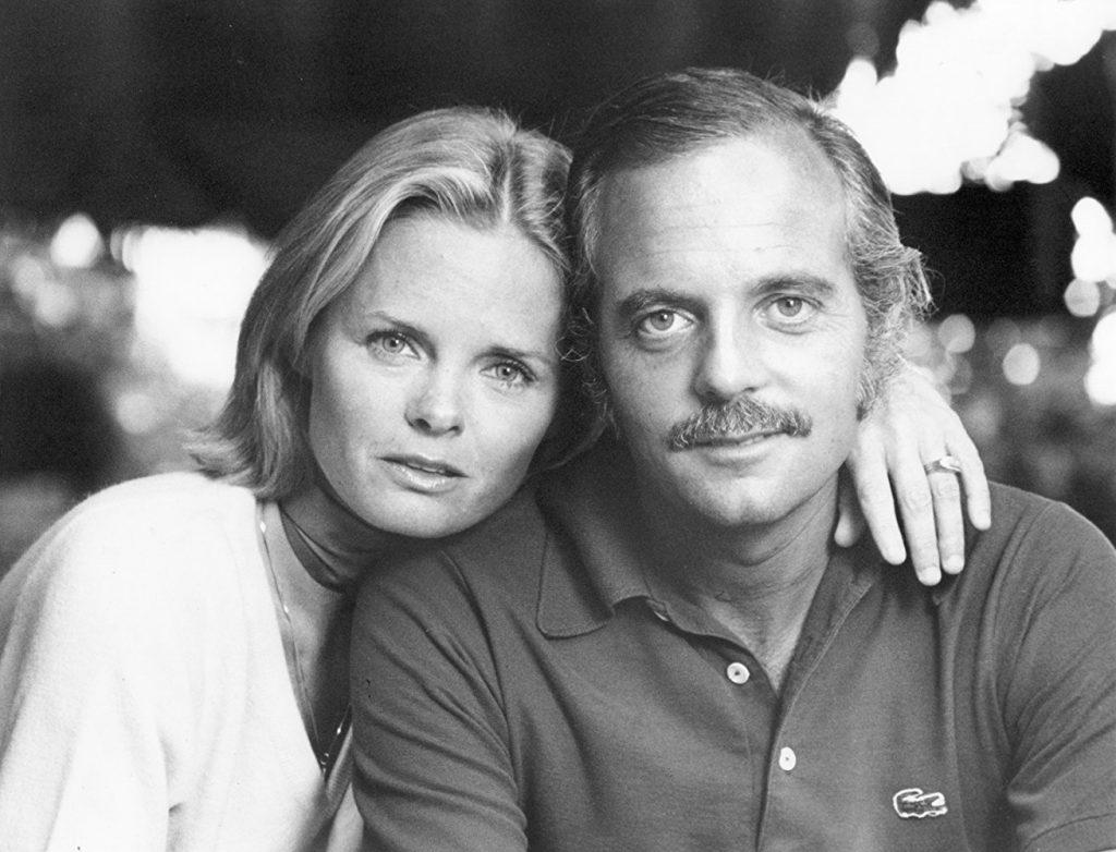 După ce a născut și copilul a fost dat spre adopție, Julie s-a căsătorit cu Frank, care între timp divorțase de prima soție.