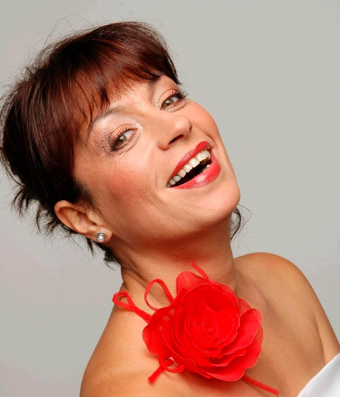 Adriana Trandafir - Teatral.ro   Adriana Trandafir
