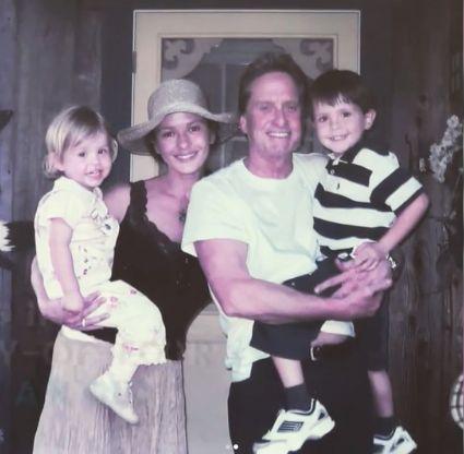 Catherine Zeta Jones, Michael Douglas si copii, fotografie veche