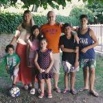 Cuplu adopta un băiat de 12 ani. Dar când soții i-au cunoscut pe frații lui Julio, s-au hotărât să îi adopte și pe ei. Claudio și Mariela i-au adoptat și pe cei 5 frați ai lui Julio