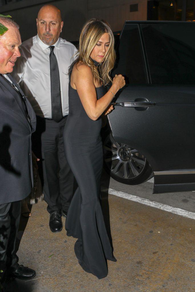 Aniston a venit singura la eveniment