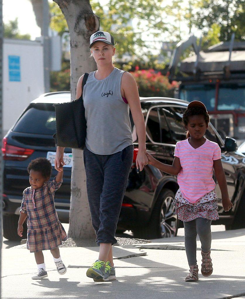 Charlize Theron si copiii ei
