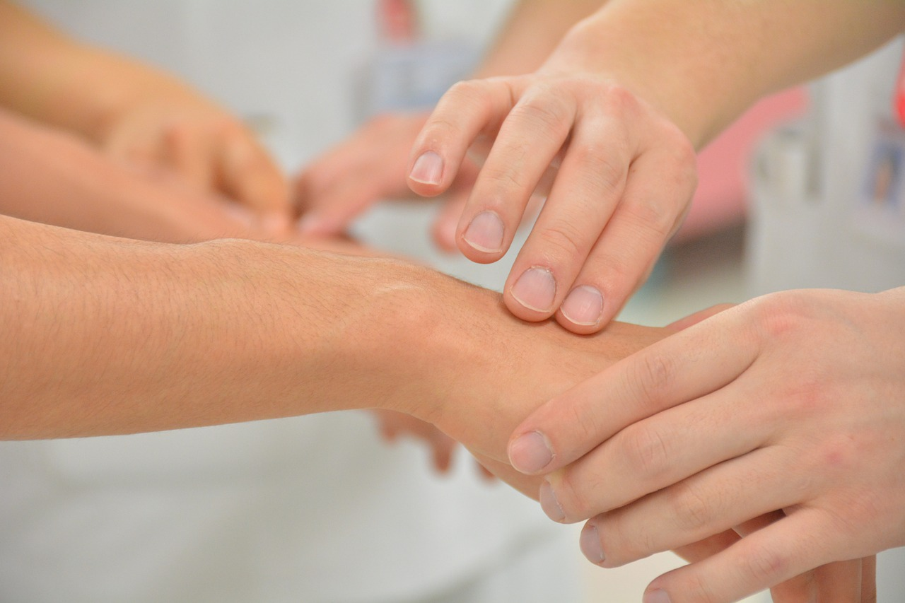 fisuri între tratamentul degetelor)