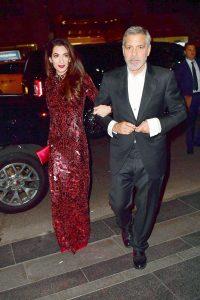 Amal, purtand rochia creata de Tom Ford