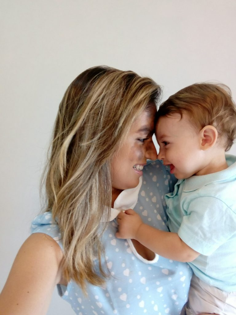 Gestul emoționant făcut de o mamă după ce fiul ei s-a născut cu un semn mare pe față. Nu există iubire mai mare