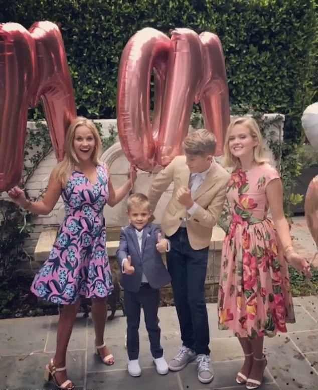 Reese Whiterspoon si cei trei copii
