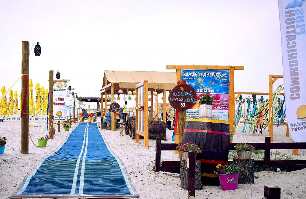 Plaja Terapeutică are prima rampă de acces pe plajă din România