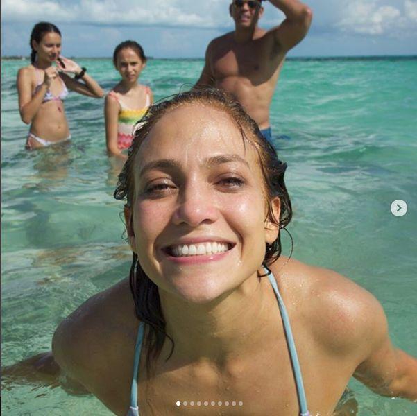 Jennifer Lopez e in prezent in vacanta in Bahamas