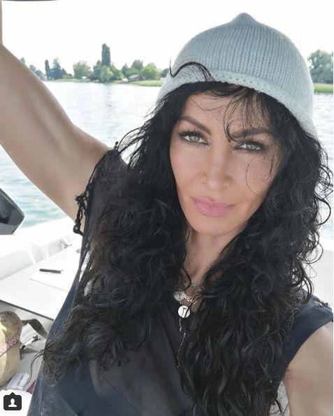 Mihaela Radulescu caciuli