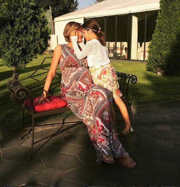 Roxana Ciuhulescu cu fiica ei