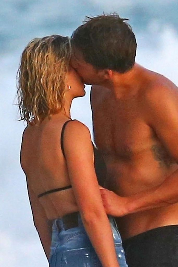 Margot Robbie și Tom Ackerley