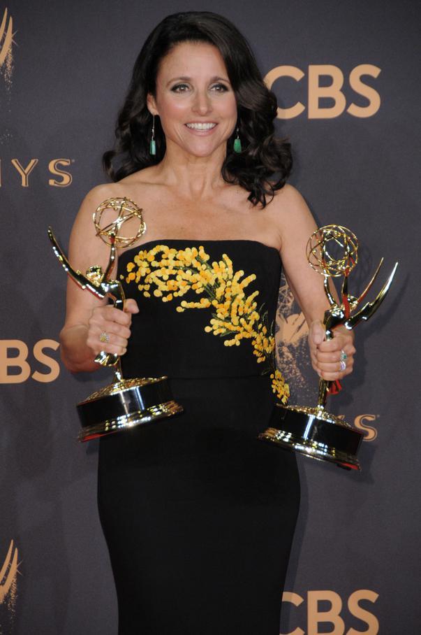 """Cum arată actrița din """"Seinfeld"""", Julia Louis-Dreyfus, după ce a învins cancerul. Imaginile cu ea au făcut înconjurul lumii"""