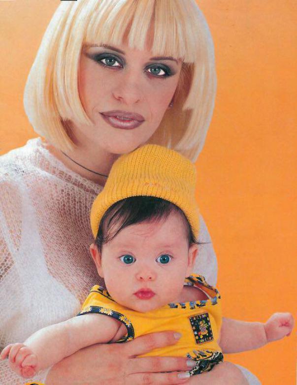 Loredana Groza are o frumusețe de fată. A împlinit 21 de ani și seamănă perfect cu mama ei