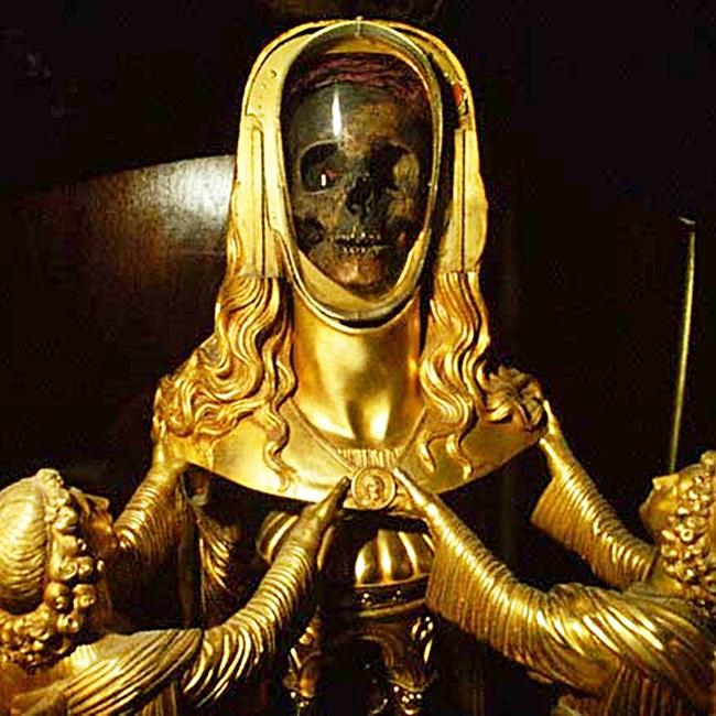 Craniul Mariei Magdalena, îmbrăcat în aur, din orașul francez St. Maximin-la-Sainte-Baume