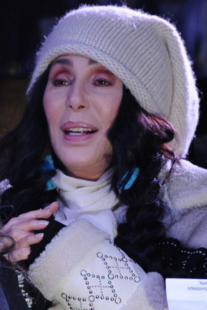 Locuinţa lui Cher din Malibu, ţinta unui RAID al poliţiei.O persoană a fost arestată. Ce s-a întâmplat