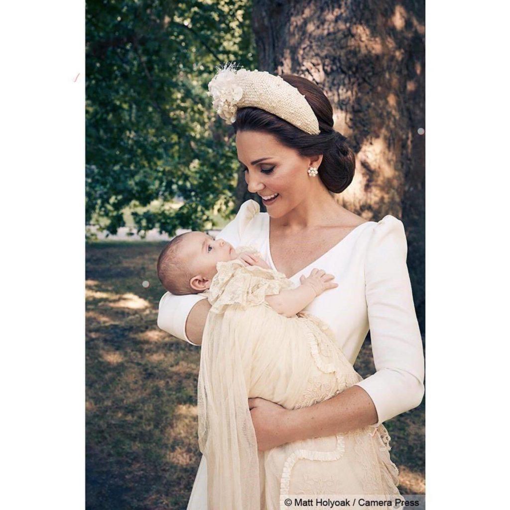 Primele imagini oficiale cu prințul Louis, după botez.