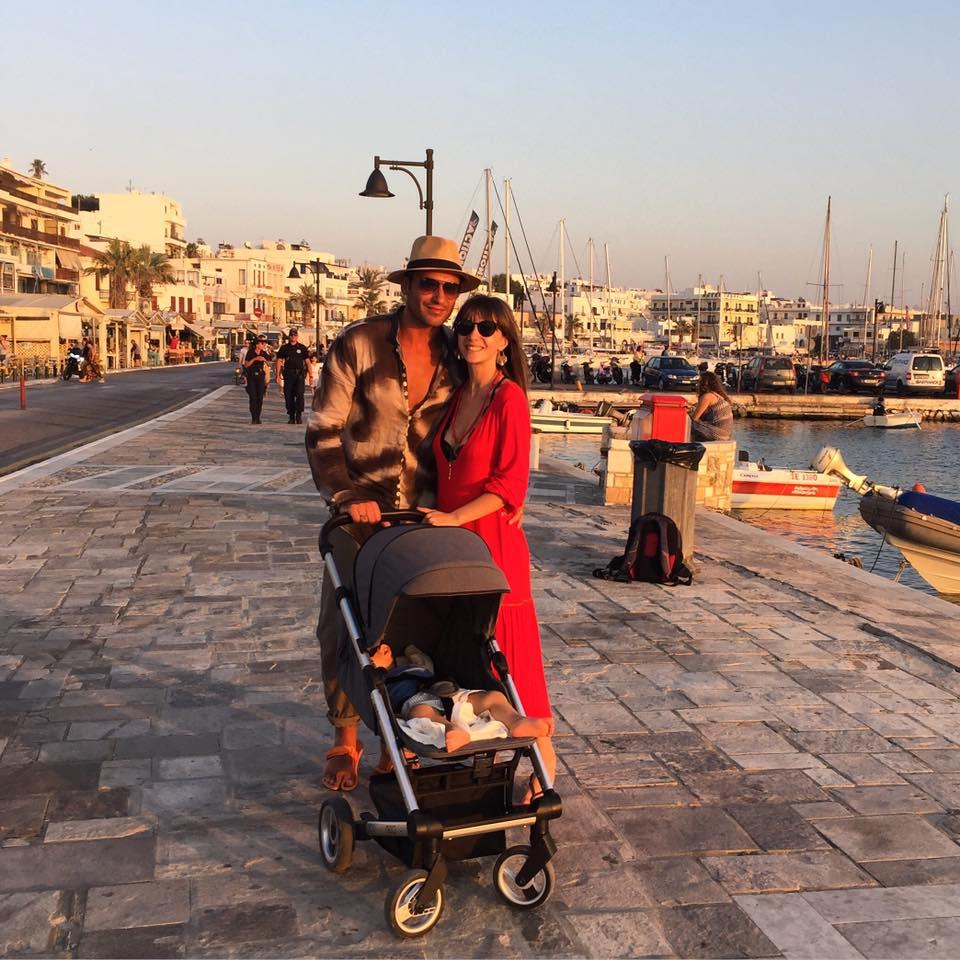 """Adela Popescu, însărcinată în cinci luni, a luat o decizie neașteptată în vacanța din Grecia: """"Ne judecați? Treaba voastră!"""""""