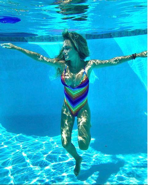 Andreea Antonescu la piscina