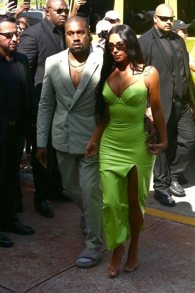Kanye West in papuci la nunta