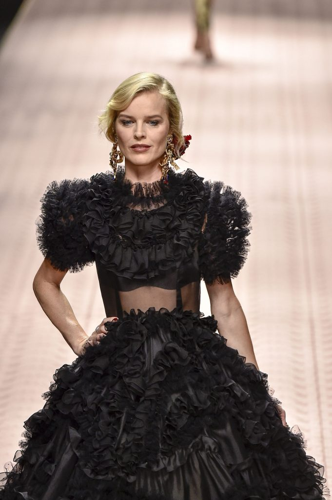 Eva Herzigova are 45 de ani